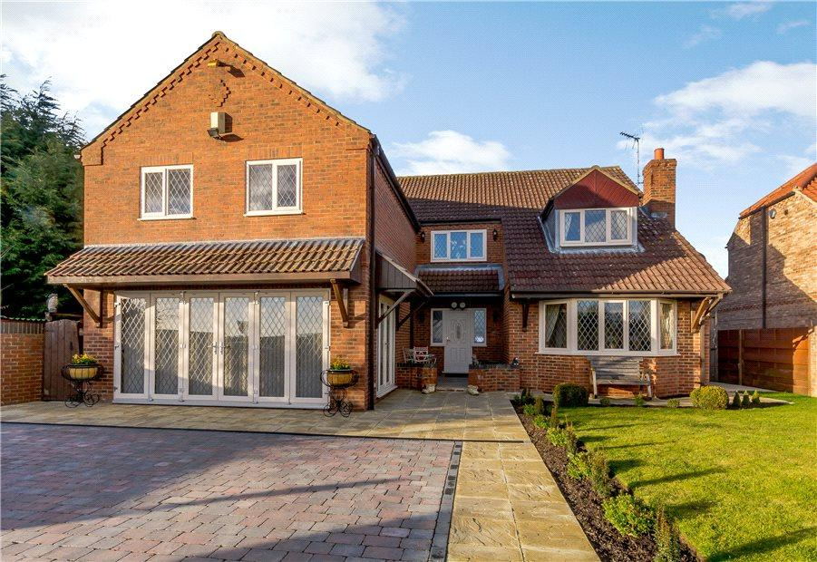 5 Bedrooms Detached House for sale in Sandland House, Warthill, York, YO19