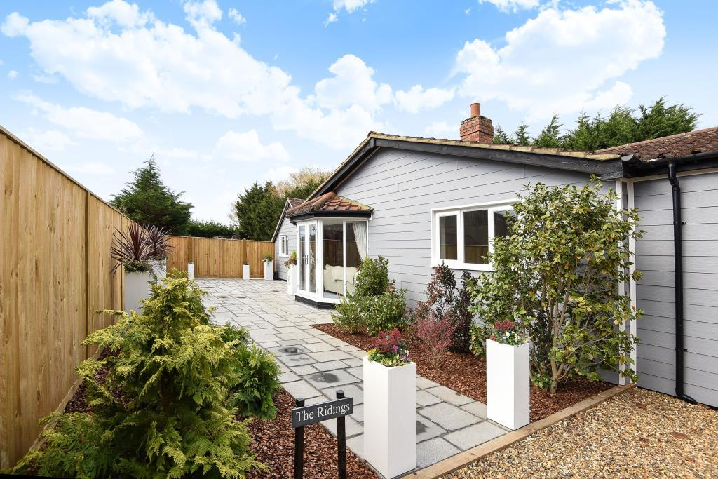 4 Bedrooms Bungalow for sale in Maidens Green, Berkshire, RG42