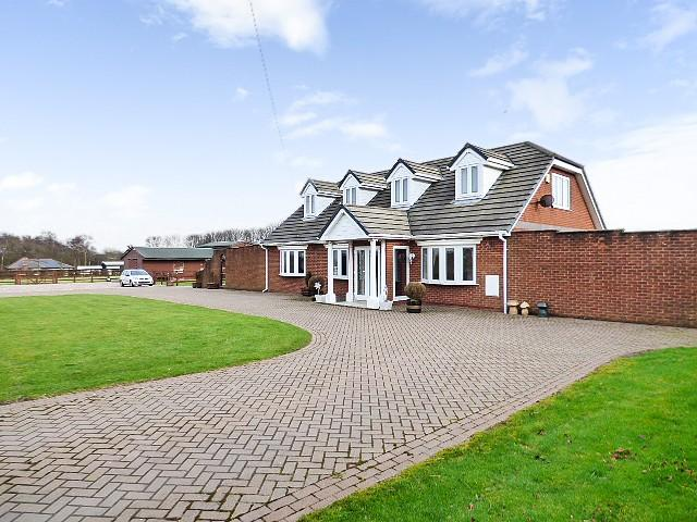 5 Bedrooms Detached House for sale in Winwick Lane, Warrington