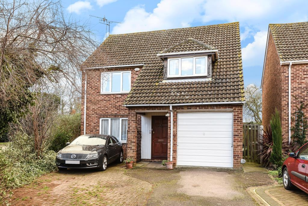 4 Bedrooms Detached House for sale in Roblin Close, Aylesbury, HP21