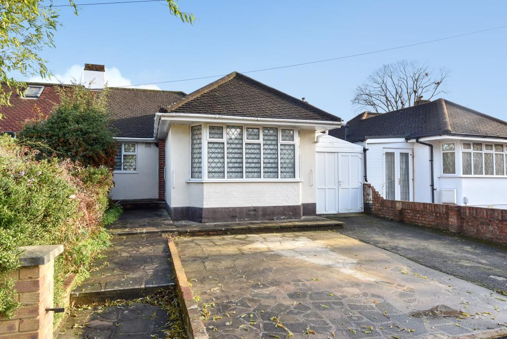3 Bedrooms Bungalow for sale in French Street, Lower Sunbury, TW16