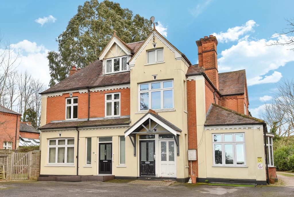 4 Bedrooms House for sale in Bagshot, Surrey, GU19