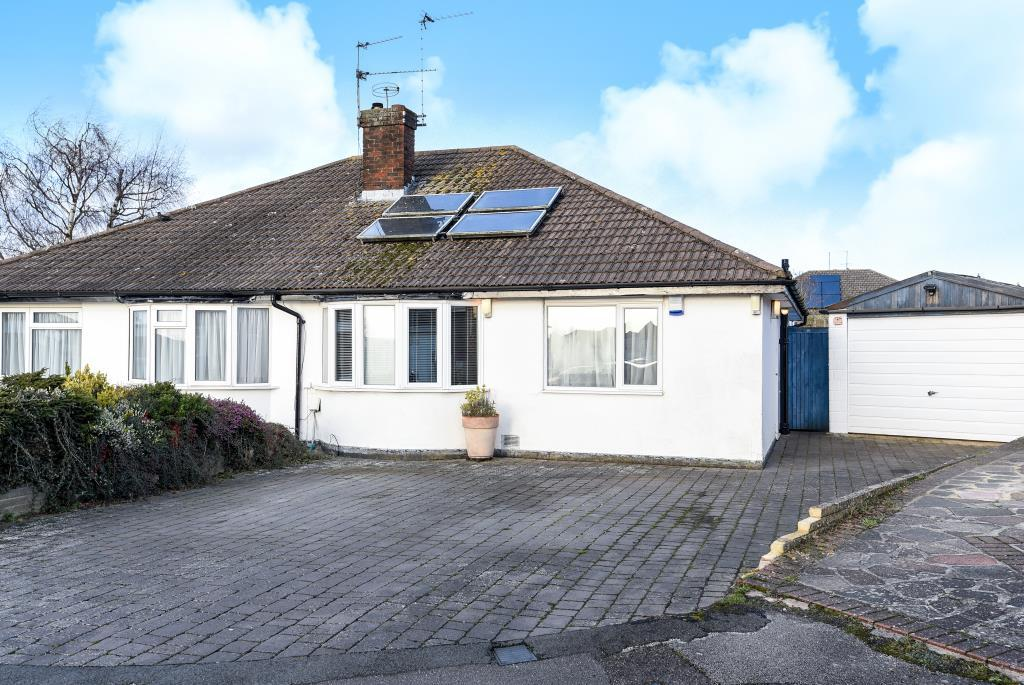 3 Bedrooms Bungalow for sale in Chesham, Buckinghamshire, HP5
