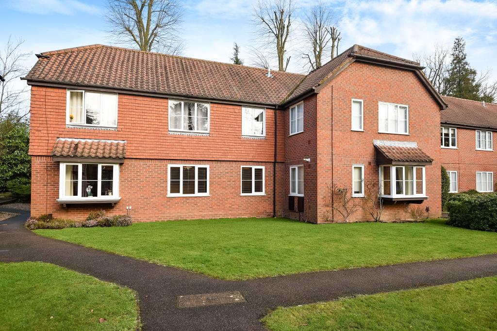 2 Bedrooms Flat for sale in Northwood, Middlesex, HA6
