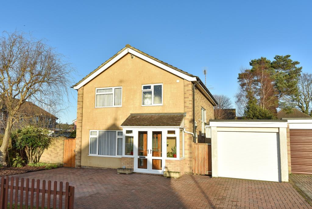 4 Bedrooms Detached House for sale in Knaphill, Woking, GU21