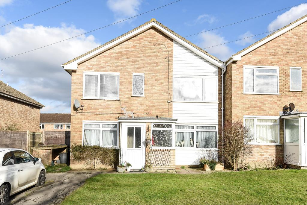 2 Bedrooms Maisonette Flat for sale in Princes Risborough, Aylesbury, HP27