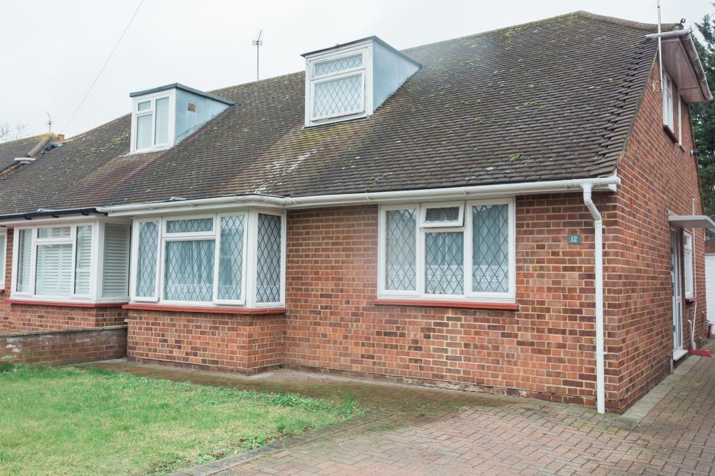 4 Bedrooms Bungalow for sale in Mill Way, Feltham, TW14