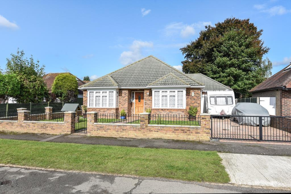 4 Bedrooms Detached Bungalow for sale in Westfield, Old Woking, GU22