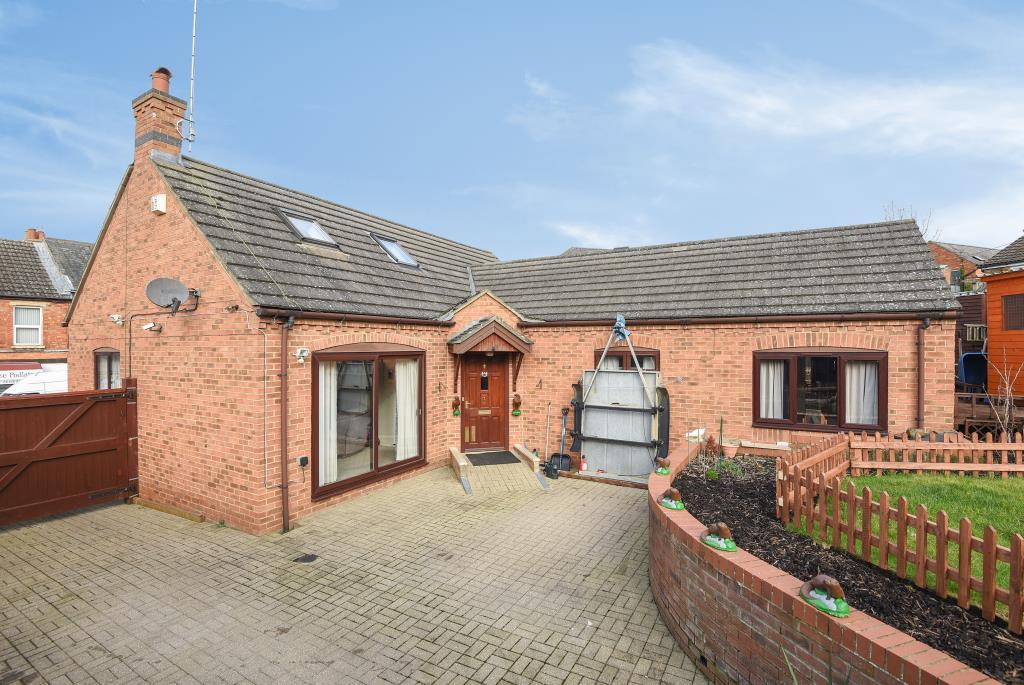 4 Bedrooms Detached Bungalow for sale in Station Road, Daventry, NN11