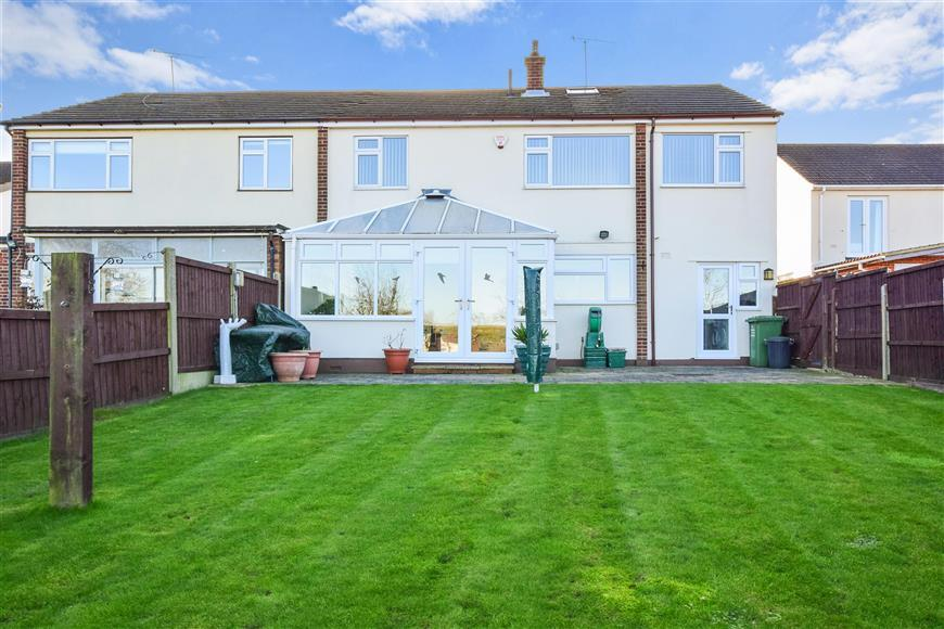 3 Bedrooms Semi Detached House for sale in Crays Hill, Billericay, Essex
