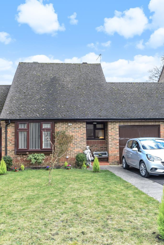 2 Bedrooms Bungalow for sale in Chobham, Woking, GU24