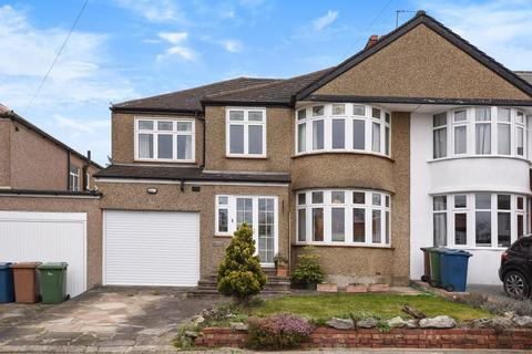 5 bedroom house for sale - Drummond Drive, Stanmore, HA7