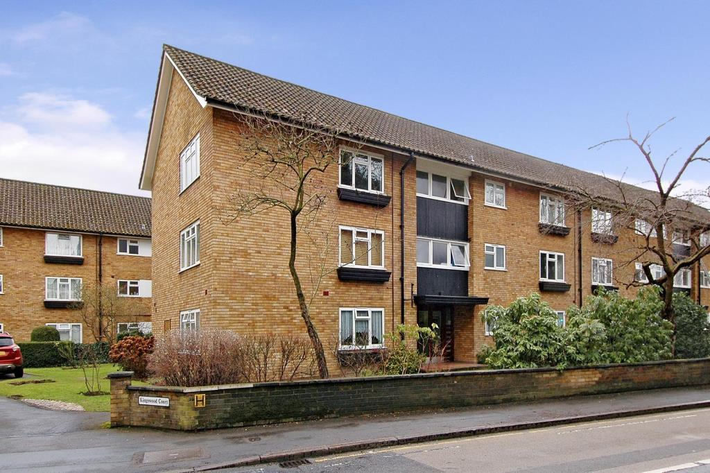 1 Bedroom Flat for sale in Horsell,, Woking,, GU21