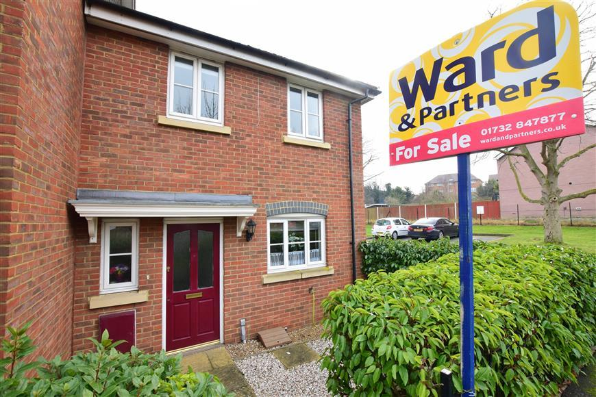 3 Bedrooms End Of Terrace House for sale in New Hythe Lane, Larkfield, Kent