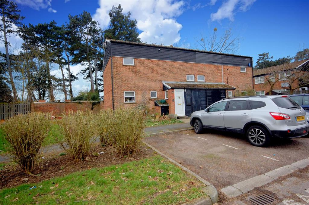 3 Bedrooms Semi Detached House for sale in Howe Dell, Hatfield