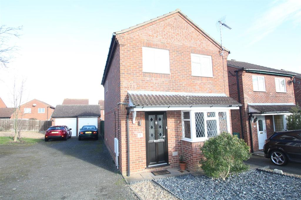 3 Bedrooms Detached House for sale in Anglesey Court, Great Holm, Milton Keynes