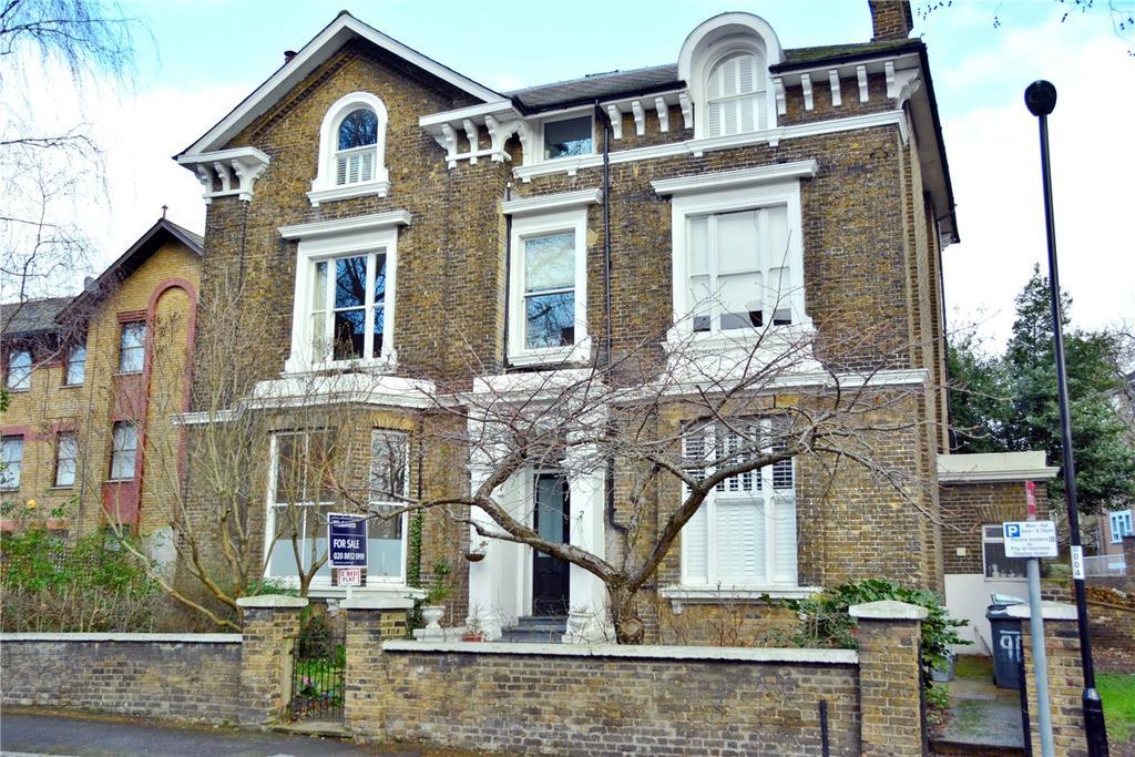 3 Bedrooms Flat for sale in Walerand Road, Lewisham, London, SE13