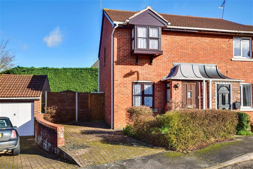 2 Bedrooms Semi Detached House for sale in Portman Drive, Billericay, Essex