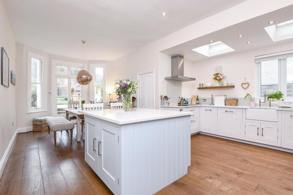4 Bedrooms Semi Detached House for sale in Gleneldon Road, Streatham