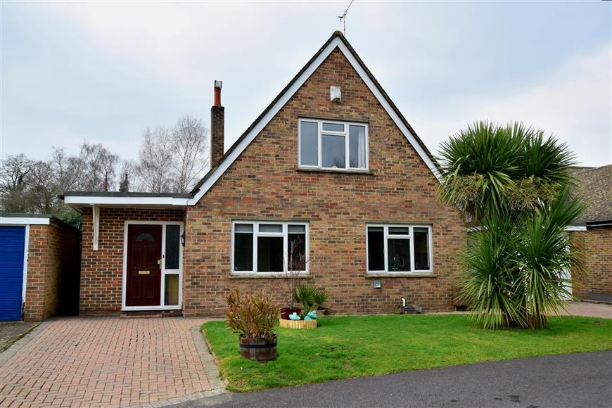 4 Bedrooms Detached House for sale in Pipers Close, Southwater, Horsham, West Sussex