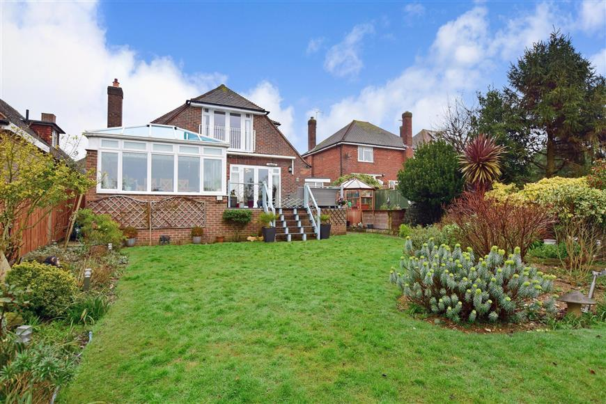 4 Bedrooms Bungalow for sale in Hayling Rise, High Salvington, Worthing, West Sussex