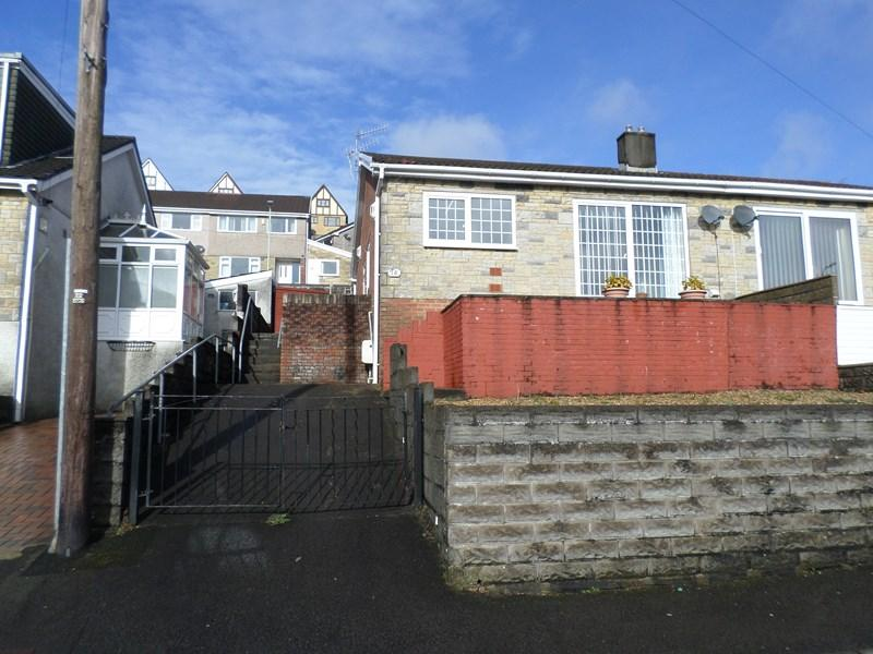 2 Bedrooms Semi Detached House for sale in Heather Way, Porth
