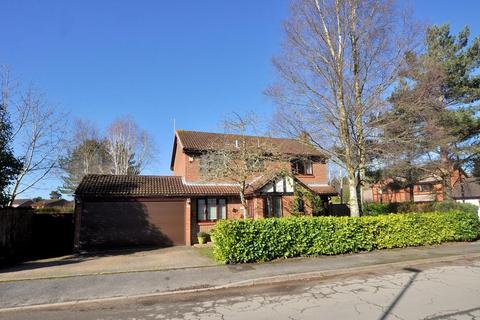 4 bedroom detached house for sale - Redwood Drive, Ferndown