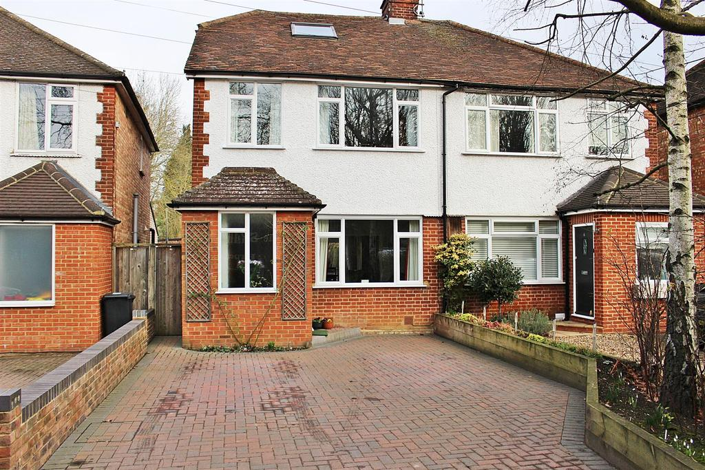 3 Bedrooms Semi Detached House for sale in Batchwood Drive, St Albans