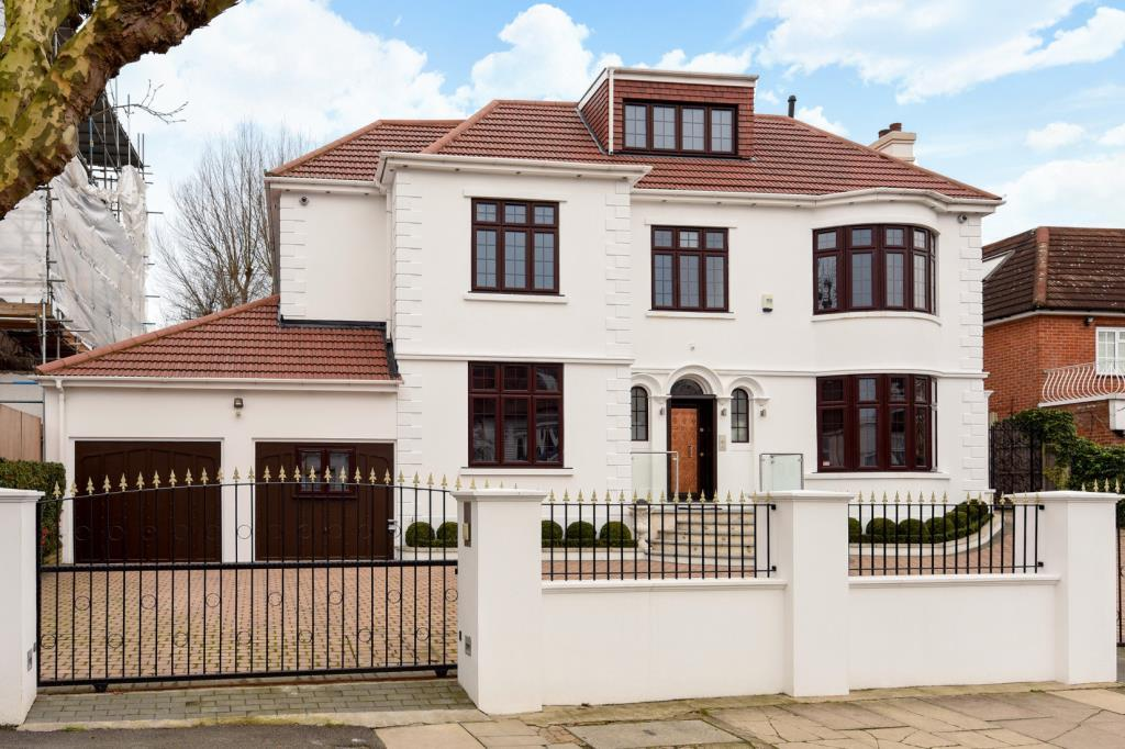 8 Bedrooms Detached House