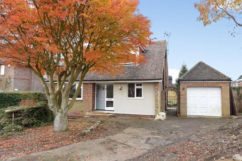 3 bedroom detached bungalow to rent - Chenies Avenue,  Amersham,  HP6