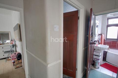3 bedroom semi-detached house for sale - Suttons Avenue