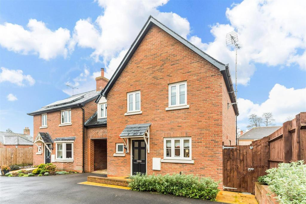 3 Bedrooms Semi Detached House for sale in St Francis Close, High Street, Pewsey