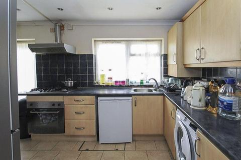 2 bedroom terraced house for sale - Windsor Road, Ilford, Essex