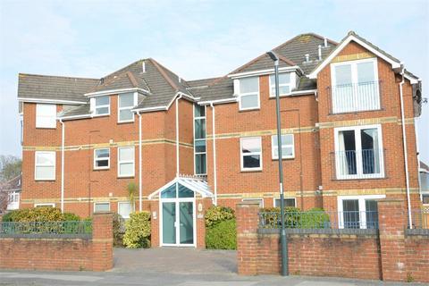 2 bedroom flat for sale - Alumhurst Road, Alum Chine, Bournemouth