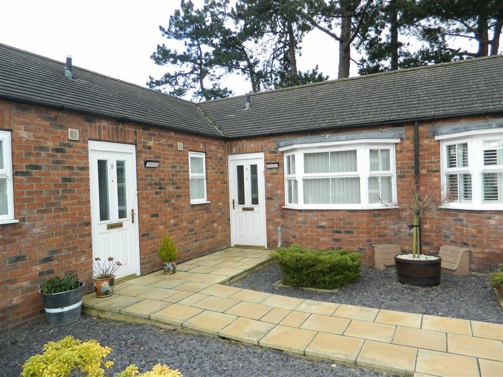 2 Bedrooms Terraced Bungalow for sale in Southlands Court, Thirsk