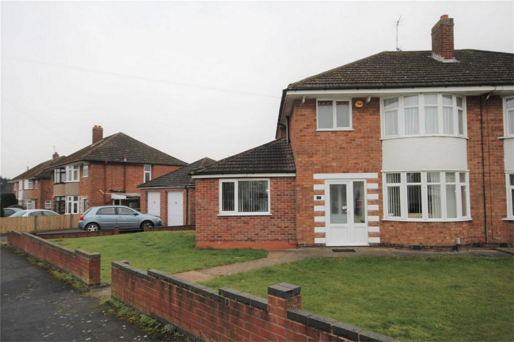 3 Bedrooms Semi Detached House for sale in Arundel Road, Bulkington, Bedworth, Warwickshire