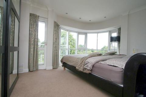 3 bedroom flat to rent - Hillcrest Road, Ealing, London, W5