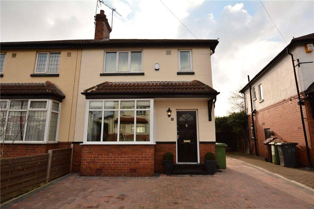 3 Bedrooms Semi Detached House for sale in Trenic Drive, Leeds, West Yorkshire