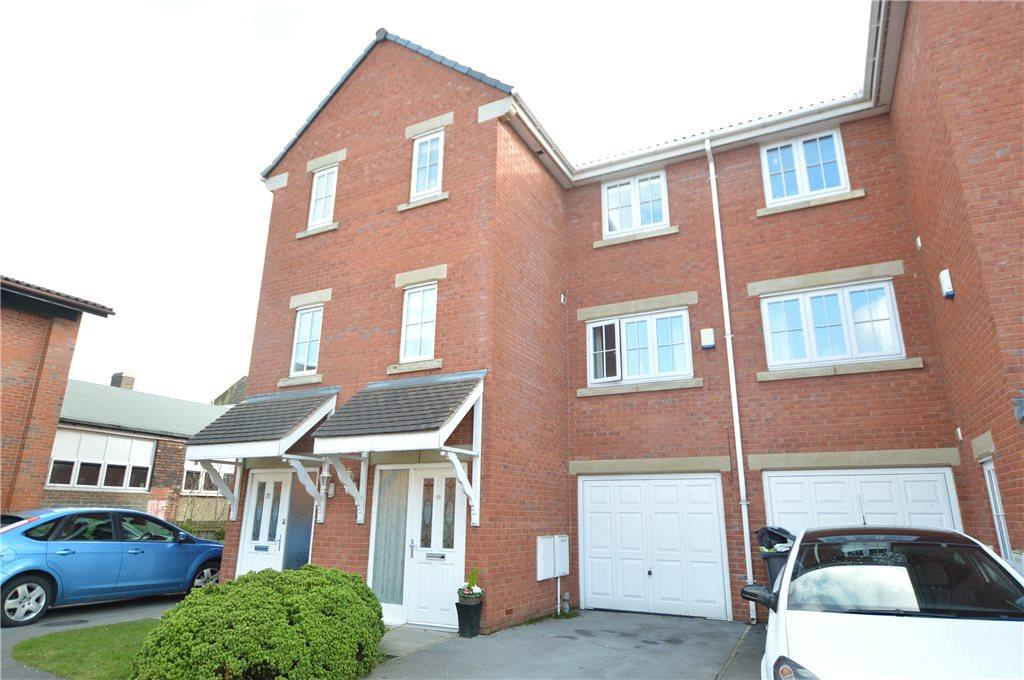 4 Bedrooms Town House for sale in Parkfield Court, Morley, Leeds