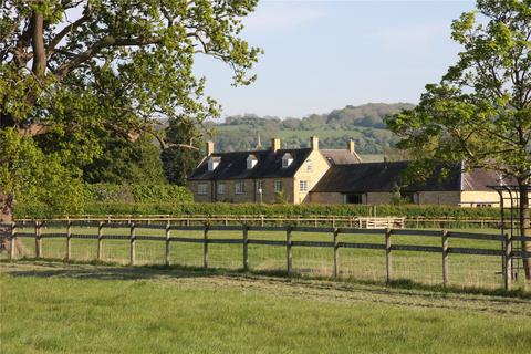 7 bedroom equestrian facility for sale - In The Parish Of, Saintbury, Gloucestershire, WR11