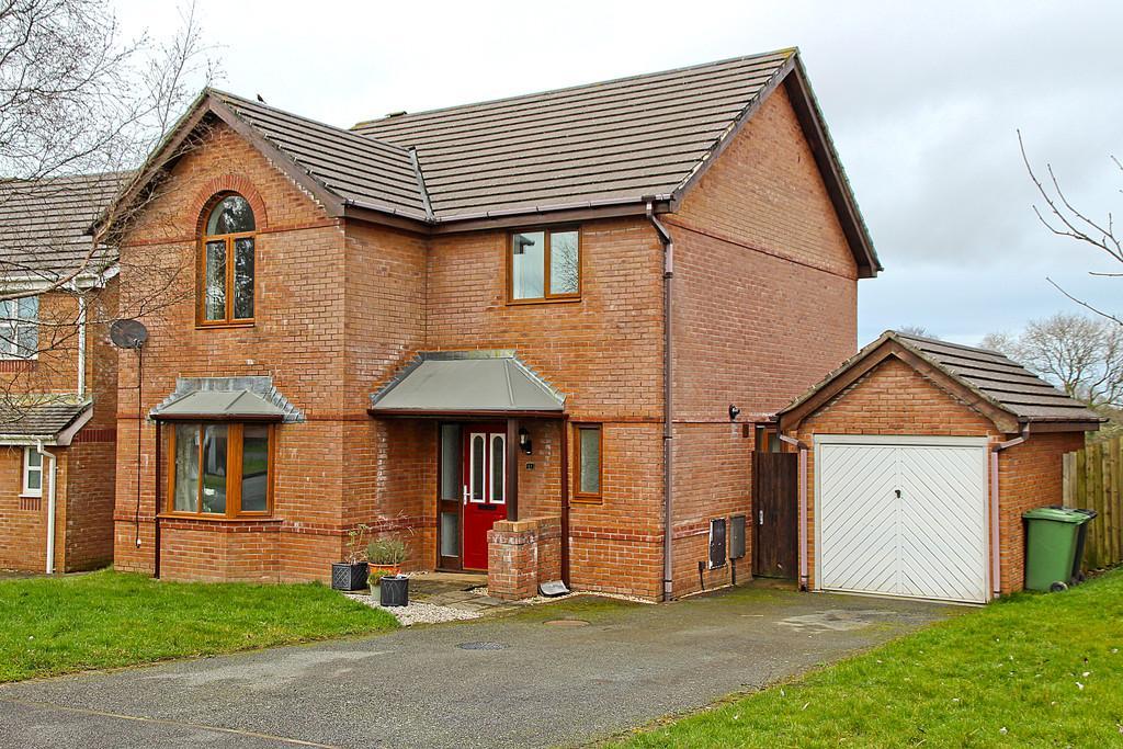 4 Bedrooms Detached House for sale in Gwel Y Llan, Llandegfan, North Wales