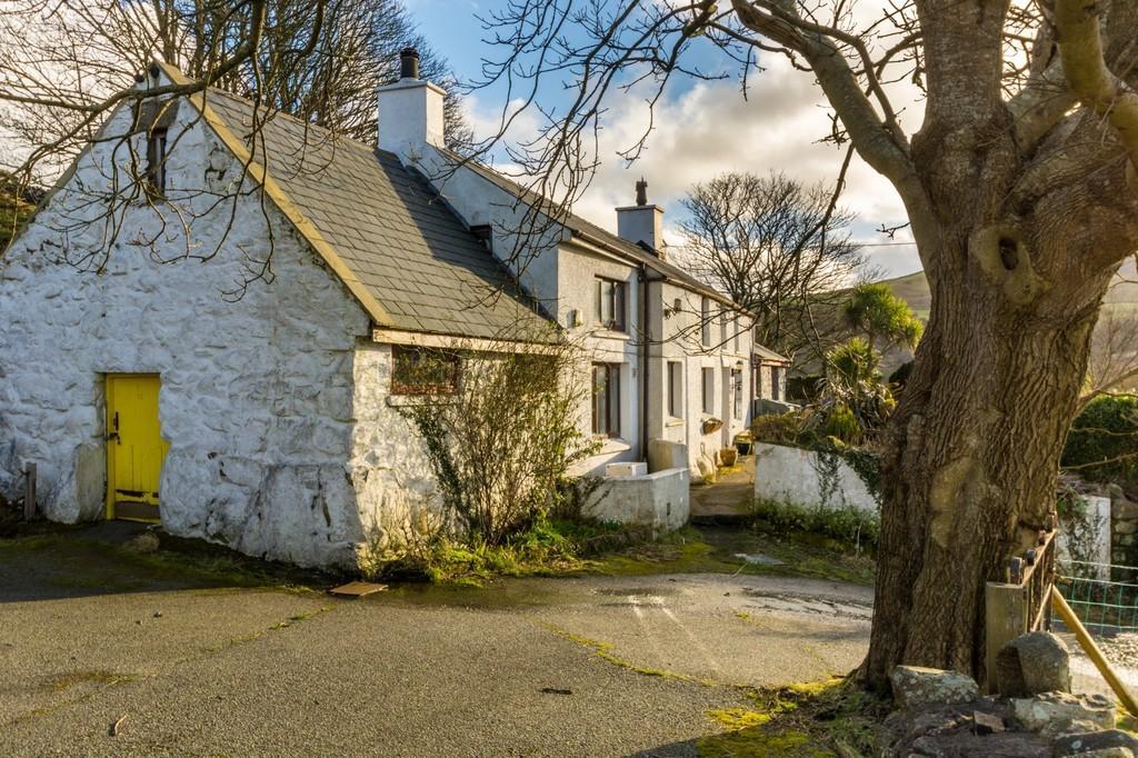 2 Bedrooms Cottage House for sale in Clynnogfawr, Gwynedd, North Wales