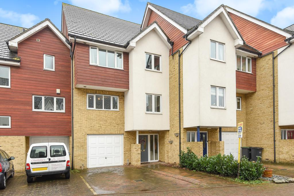 4 Bedrooms Town House for sale in Friars View, Aylesford