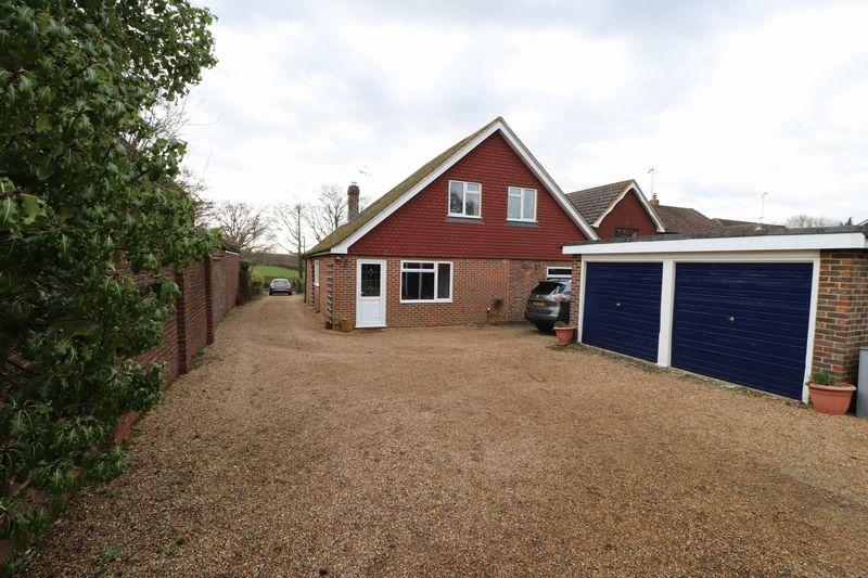 5 Bedrooms Detached House for sale in Kirdford Road, Wisborough Green