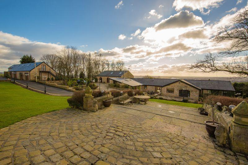 5 Bedrooms Detached House for sale in Castle Hill Road, Birtle, Bury