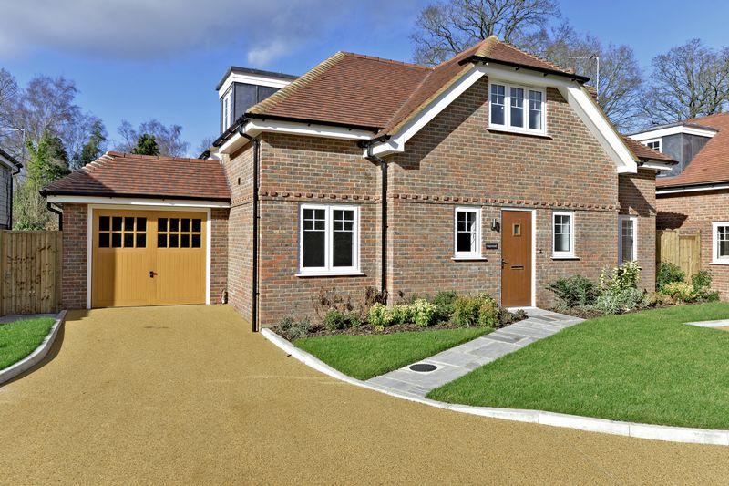 4 Bedrooms Detached House for sale in Chalk Road, Ifold