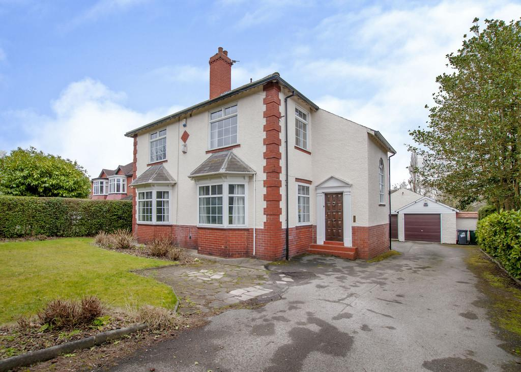4 Bedrooms Detached House for sale in Bawtry Road, Bessacarr, Doncaster
