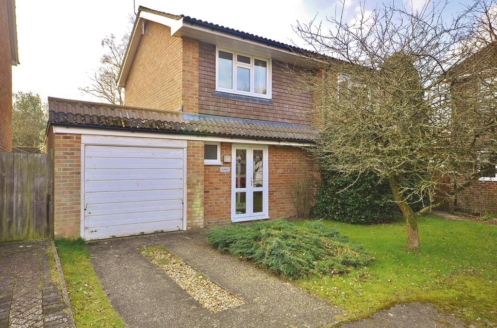 4 Bedrooms Detached House for sale in Wykwood, Liphook