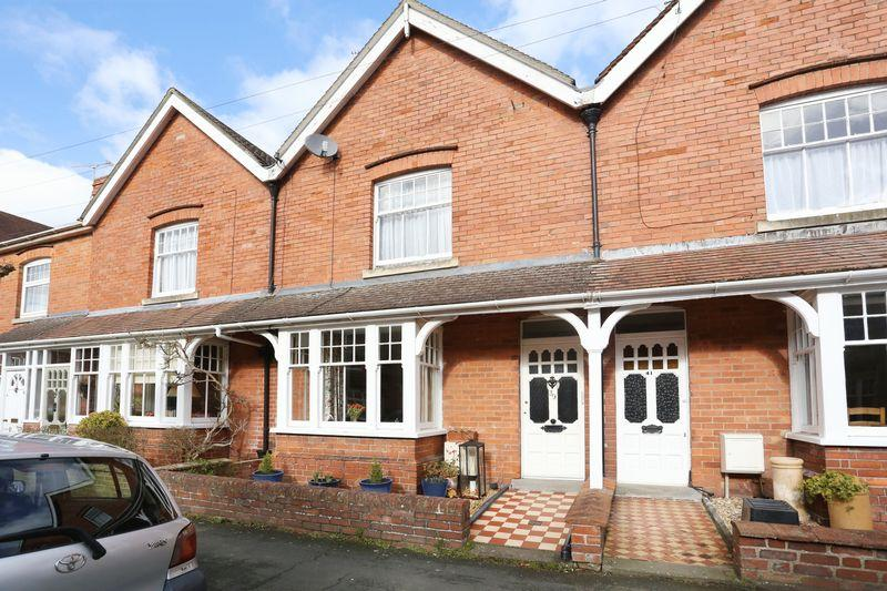 3 Bedrooms Terraced House for sale in Victoria Road, Devizes