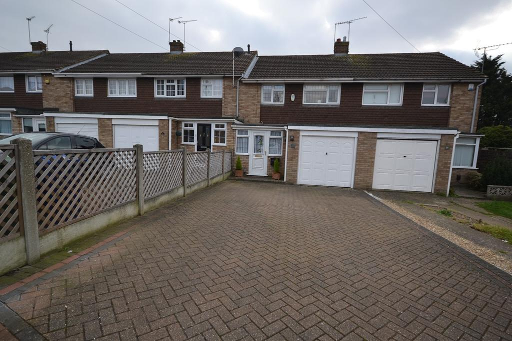 3 Bedrooms Terraced House for sale in Boyce Road, Stanford-le-Hope, SS17